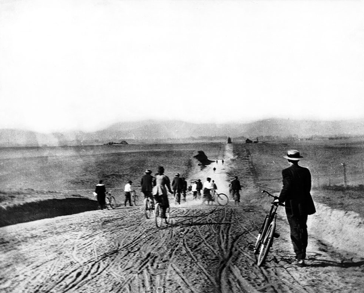 Looking north along Western Ave. in 1895. (USC Library) Bizarre Los Angeles
