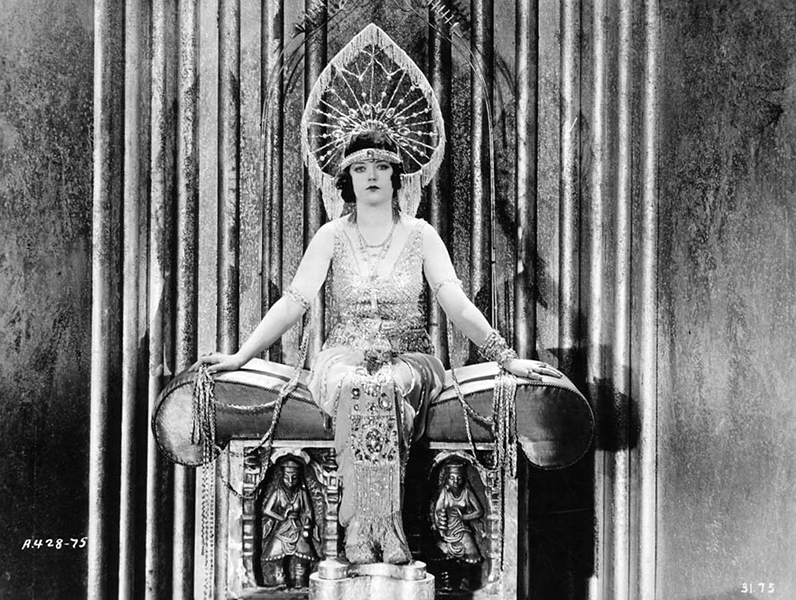 The goddess Marion Davies (Bizarre Los Angeles)
