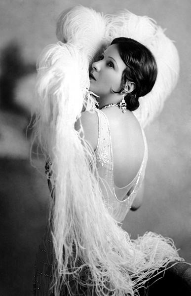 Norma Talmadge in 1919. (Bizarre Los Angeles)