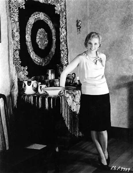 Olga Baclanova at home in 1928. (Bizarre Los Angeles)