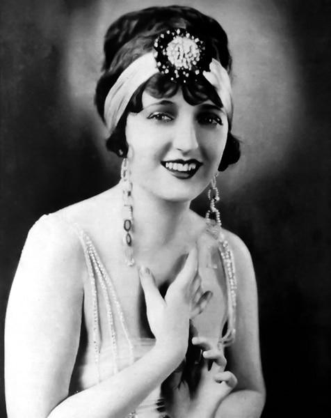 Carmel Myers in 1923 (Bizarre Los Angeles)