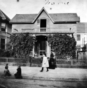 The home of Mary E. Taft, the first building constructed on the corner of Fifth and Hill Street before it became a financial district. Photo was believed to have been taken in 1890. (USC Digital Archive) Bizarre Los Angele