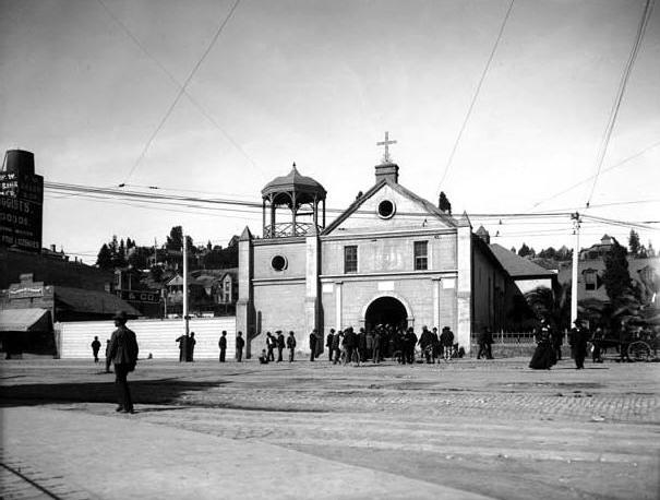 La_Iglesia_de_Nuestra_Señora_Reina_de_los_Angeles