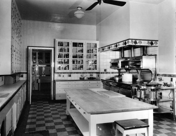 Marion Davies Santa Monica Beach house: kitchen. (Bizarre Los Angeles)