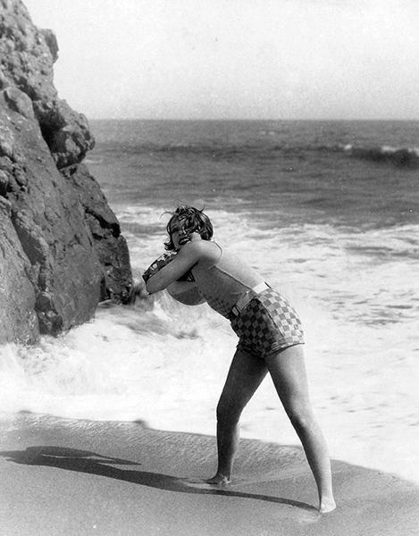 Anita Page at the beach. (Bizarre Los Angeles)