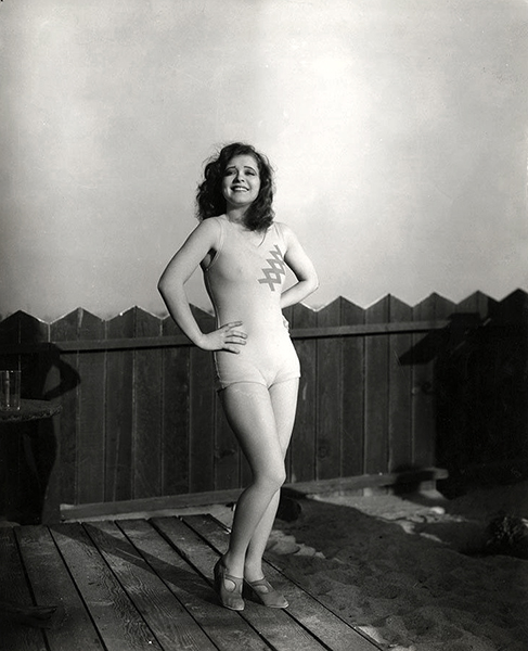 Clara Bow in 1933. (Bizarre Los Angeles)