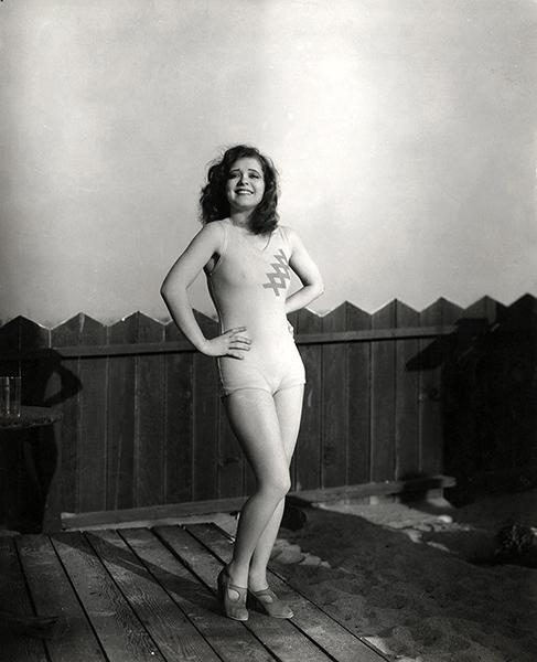 Clara Bow in 1933. (Bizarre Los Angeles)