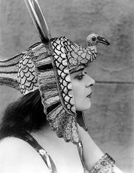 """Theda Bara as """"Cleopatra"""" (1917). Bizarre Los Angeles"""