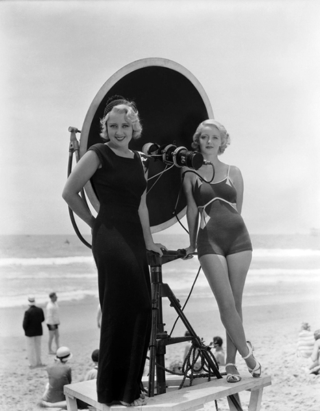 Joan Blondell and Bette Davis, circa 1933.