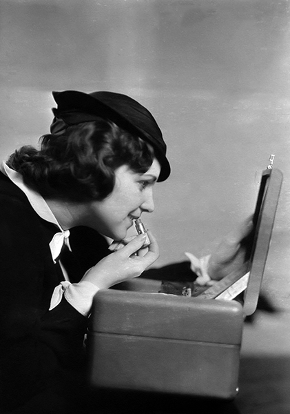 Claudette Colbert in 1930. (Bizarre Los Angeles)