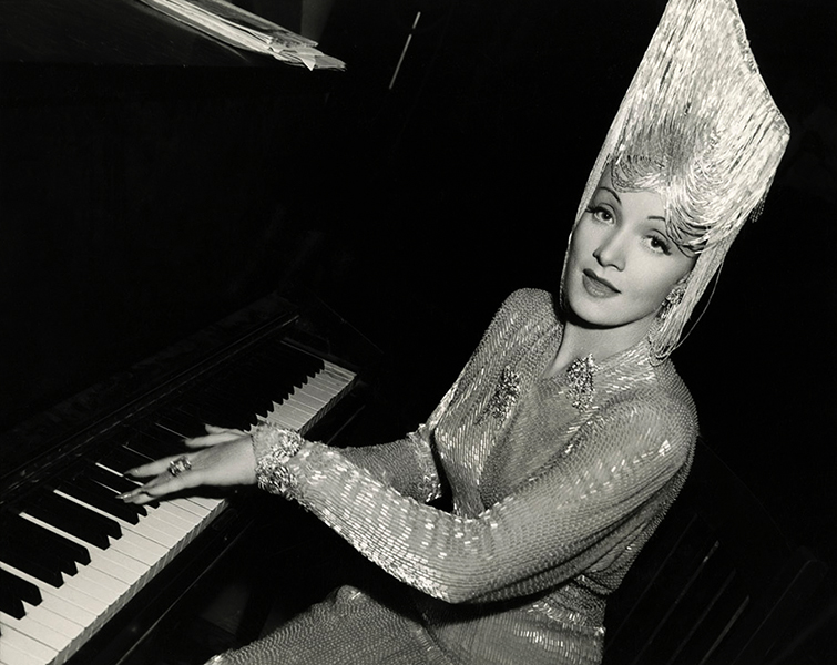 Marlene Dietrich at the piano in 1942. (Bizarre Los Angeles)