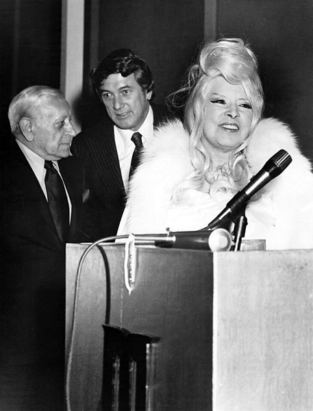 George Raft, Rock Hudson and Mae West at the Movieland Wax Museum in 1973. (Bizarre Los Angeles)