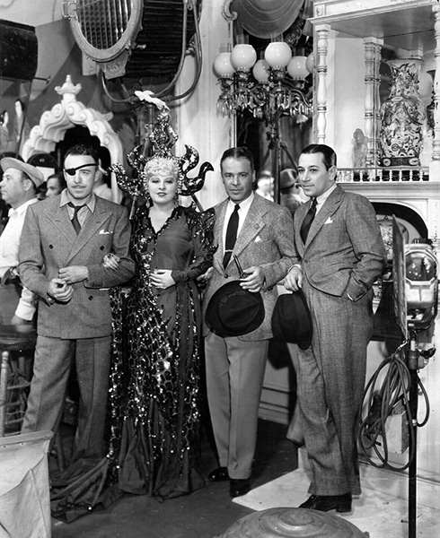 RAOUL WALSH,MAE WEST,GEORGE RAFT, WALTER WANGER producer on set. (Bizarre Los Angeles)