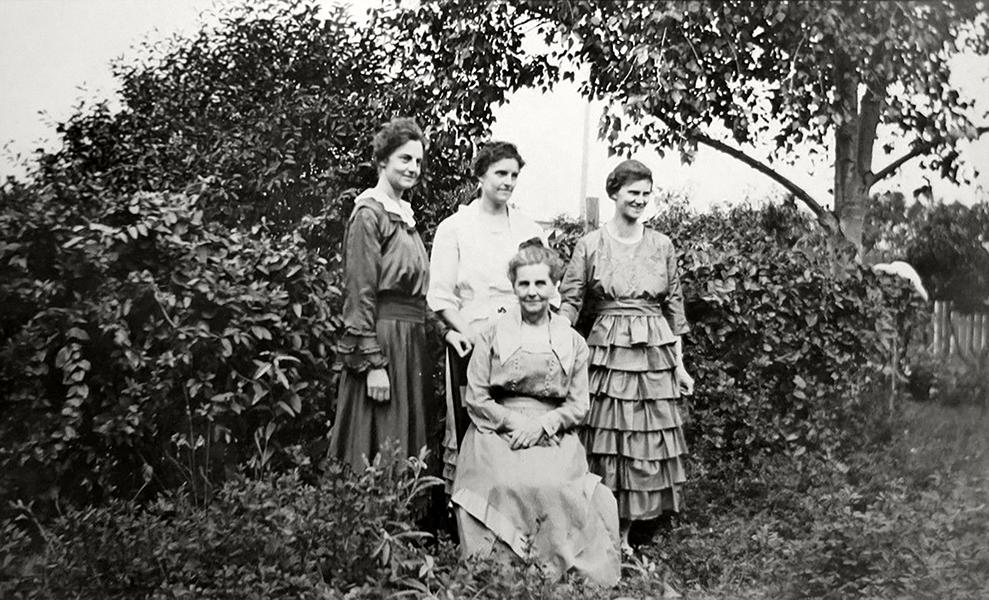 4 women 1924 Los Angeles