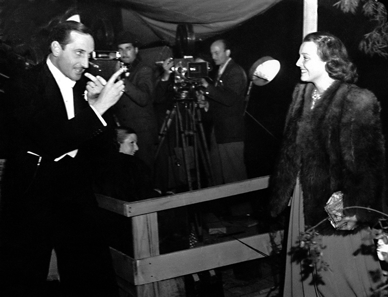 """Most Hollywood players don't like having their pictures taken by amateurs. I shoot a lot of 16-mm movies and I find that professional actors, even around their own homes, still have to be directed. The women are cleverer: they generally can think of something to do, and they know better how to pose."" – Basil Rathbone in 1939. (Bizarre Los Angeles)"