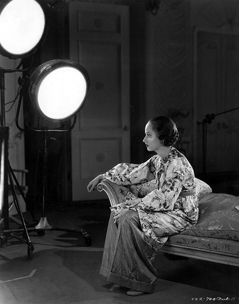 Merle Oberon on the set, c. 1935. (Bizarre Los Angeles)