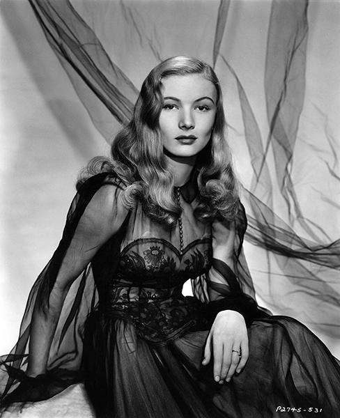 Veronica Lake in 1942. (Bizarre Los Angeles)