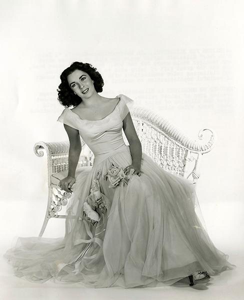 Elizabeth Taylor in 1948. (Bizarre Los Angeles)