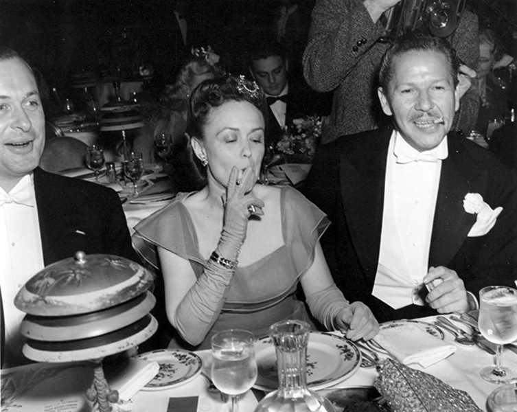 Robert Montgomery and his wife, Elizabeth Bryan Allen, and character actor Roger Pryor attending a clambake at the Cocoanut Grove in the 1940s. Two other items were noting: Montgomery and Allen were the parents of Bewitch's Elizabeth Montgomery. This candid was believed to have been taken by George Hurrell. (Bizarre Los Angeles)