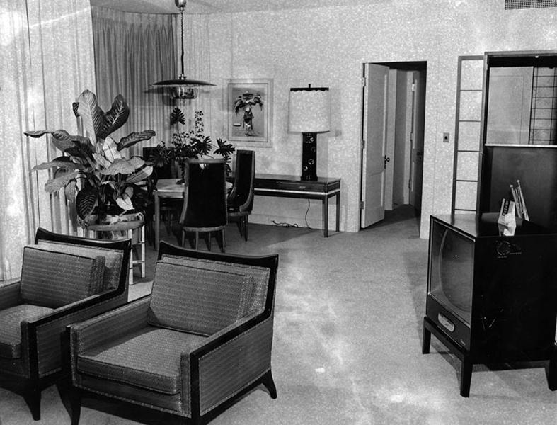 The Royal Suite of the Ambassador Hotel, circa October 1960. (Bizarre Los Angeles)