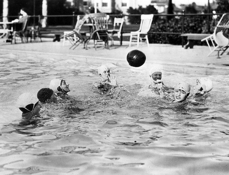 Water polo at the Ambassador Hotel in 1926. (LAPL) Bizarre Los Angeles