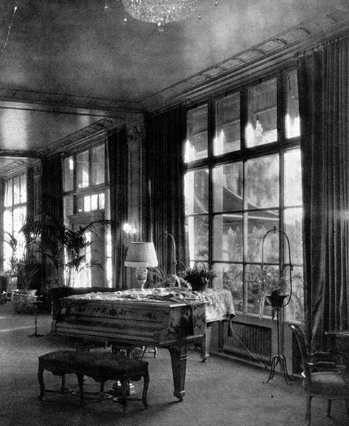 An early view of the Los Angeles Ambassador Hotel lobby. (Bizarre Los Angeles)