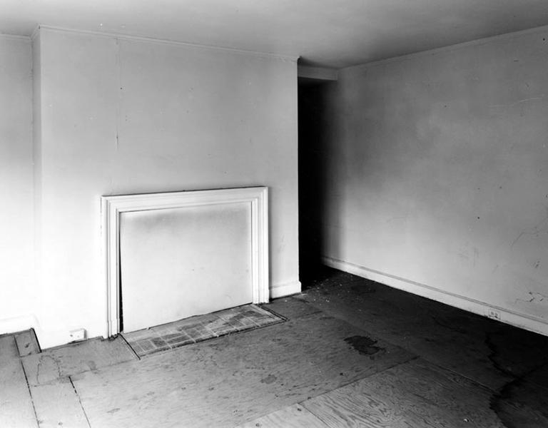 Interior of the Huerta Bungalow bedroom, circa 2005. Photographer: Tom Zimmerman. (LAPL) (Bizarre Los Angeles)