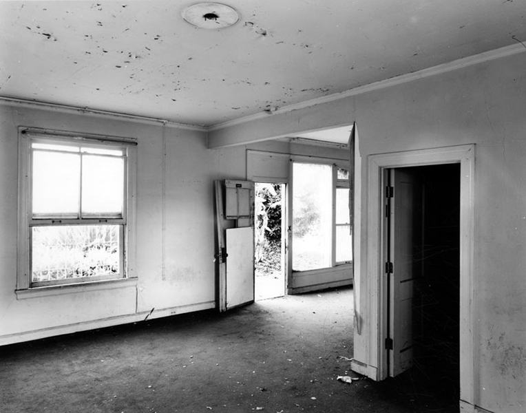 The Los Angeles Ambassador Hotel Reposa Bungalow - Dining area. Photos by Tom Zimmerman, 2005. Bizarre Los Angeles