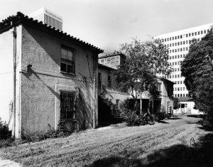 The Los Angeles Ambassador Hotel's Rincon Bungalow. Photos by Tom Zimmerman in 2005. (LAPL) Bizarre Los Angeles