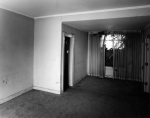 The Los Angeles Ambassador Hotel's Rincon Bungalow. Photos by Tom Zimmerman in 2005. (LAPL) Bizarre Los Angeles