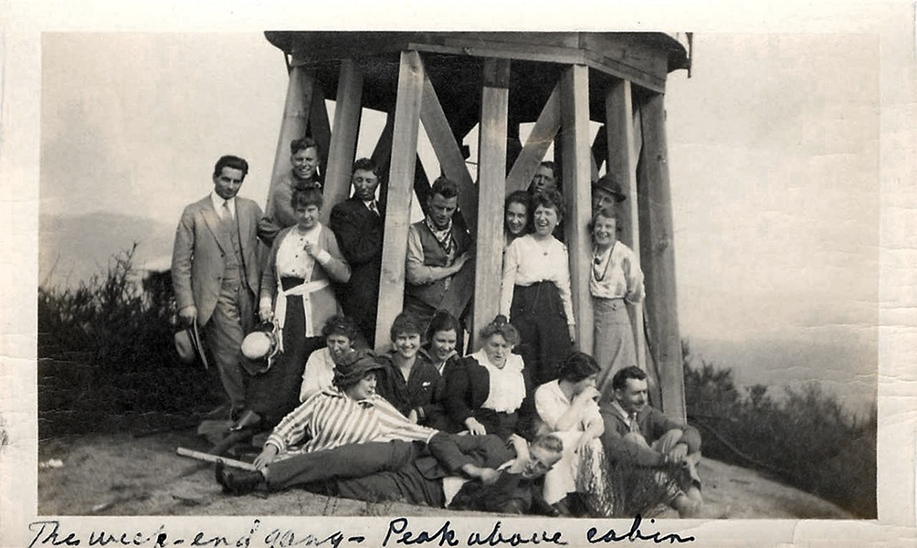 1914 photo LAUREL CANYON Los Angeles YOUNG PEOPLE at PEAK above cabin