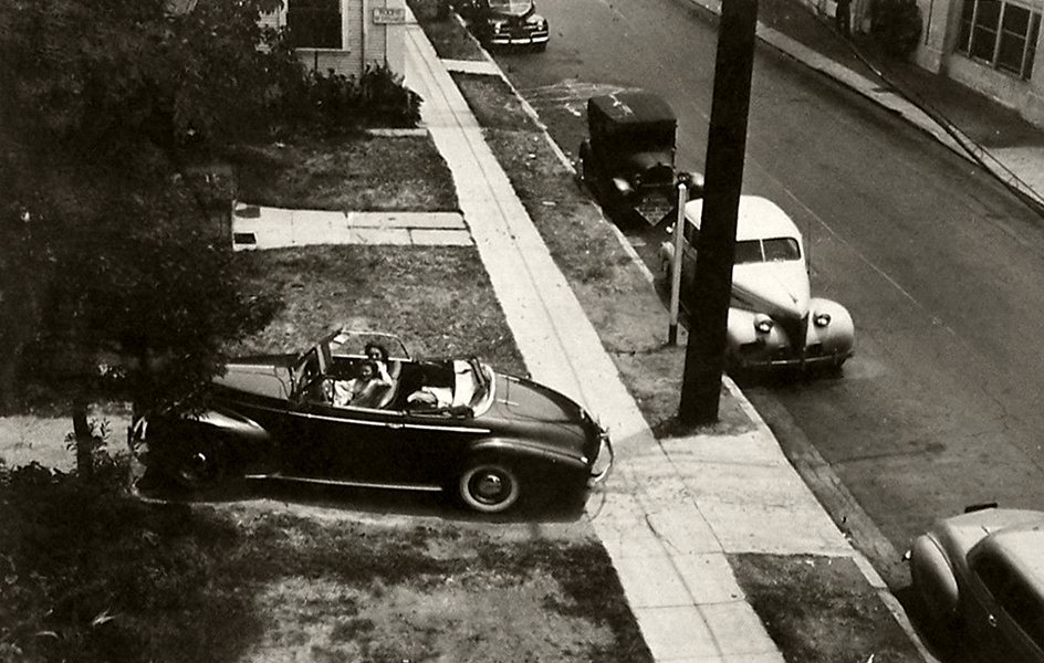 1942 HOLLYWOOD LOS ANGELES 2 GIRLS CAR