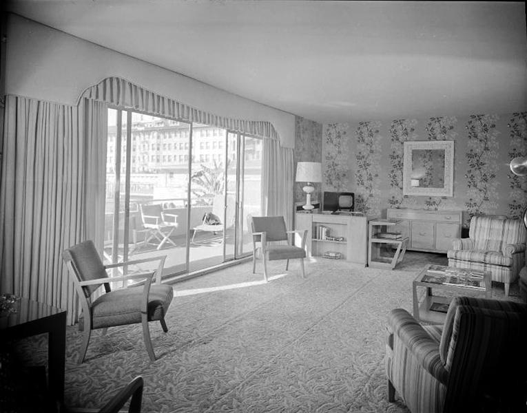 Inside a bungalow of the Los Angeles Ambassador Hotel, circa 1950s. Bizarre Los Angeles