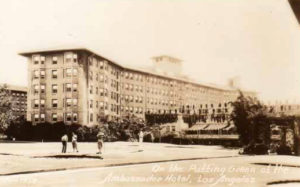 In the 1920s, the Los Angeles Ambassador Hotel had a putting green for golfers. Bizarre Los Angeles