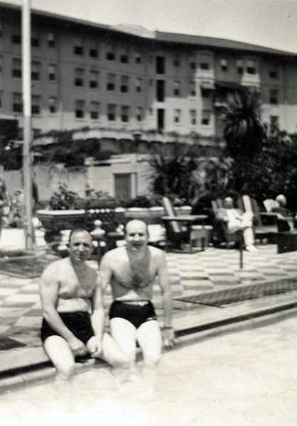 Poolside at the Ambassador Hotel in the 1940s. (Bizarre Los Angeles)