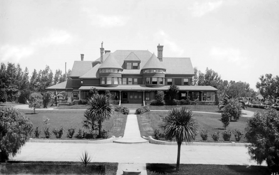The Victorian Miramar Hotel in Santa Monica was Greta Garbo's first residence after she came to Los Angeles. It was demolished in the late 1930s. Bizarre Los Angeles.