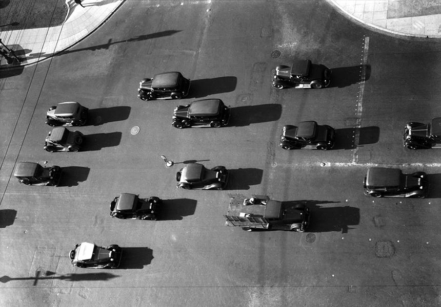 Street traffic in Los Angeles 1930s