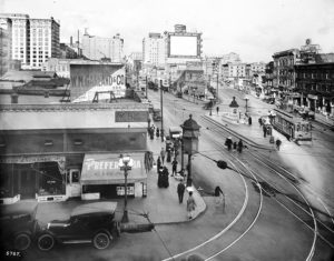 Main and 9th Streets in downtown Los Angeles, c. 1917. (Bizarre Los Angeles)