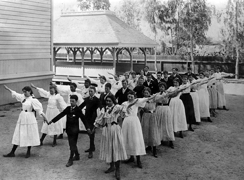 Co-ed calisthenics at the Manual Arts High School, circa 1910, around the time the school first opened. Manual Arts was the third high school in Los Angeles, and it is located at 4131 South Vermont Avenue near Martin Luther King, Jr. Blvd. At the time this photo was taken, the school was surrounded by bean fields. (Bizarre Los Angeles)