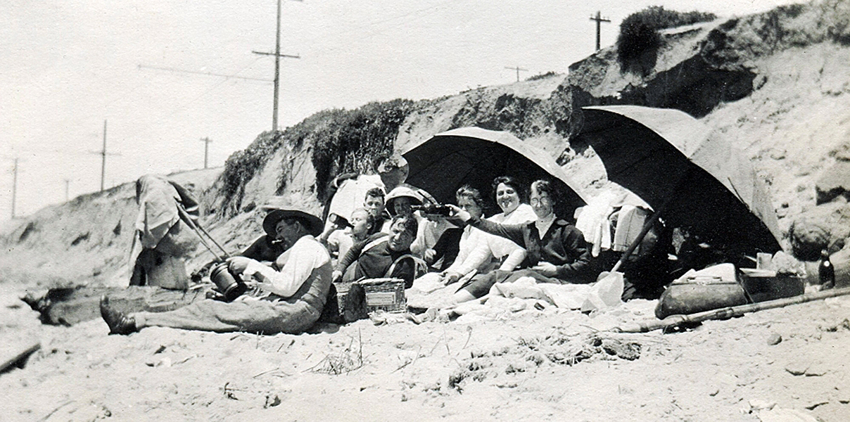 Fun times at the Playa del Rey, circa 1914. (Bizarre Los Angeles)