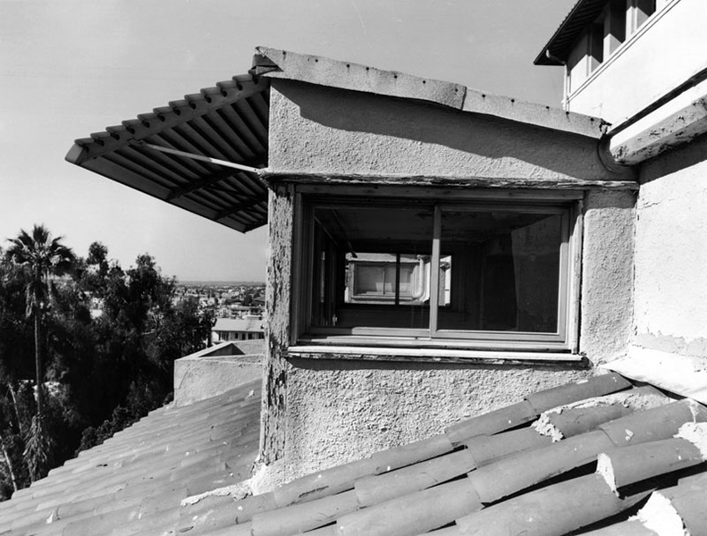 A dormer room at the Ambassador Hotel, located on the south side. 2005. Photo by Tom Zimmerman. (Bizarre Los Angeles)