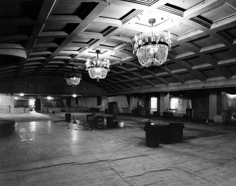 The Los Angeles Ambassador Hotel's Embassy Room in 2005. Photographer: Tom Zimmerman.