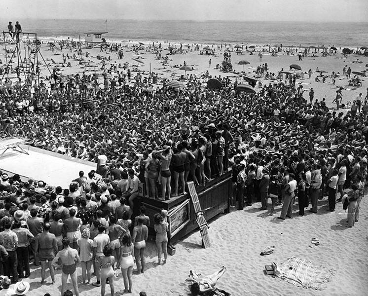 Muscle Beach in 1951. (Bizarre Los Angeles)