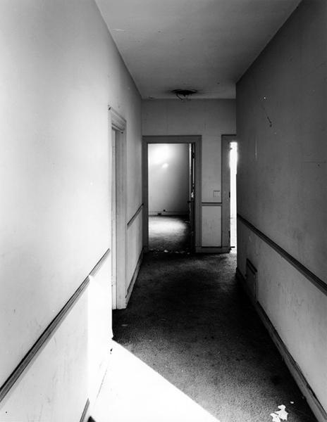 A hallway of the Los Angeles Ambassador Hotel's Reposa Bungalow, circa 2005. Photo by Tom Zimmerman. (LAPL) Bizarre Los Angeles
