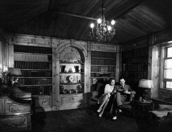 Bebe Daniel and Ben Lyon at the Santa Monica home, 1930s. (Bizarre Los Angeles)