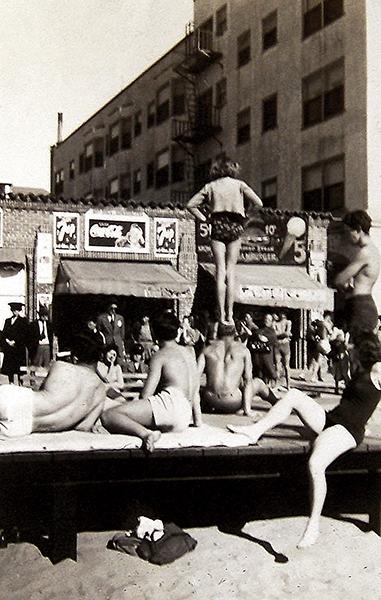 Muscle Beach 1940s