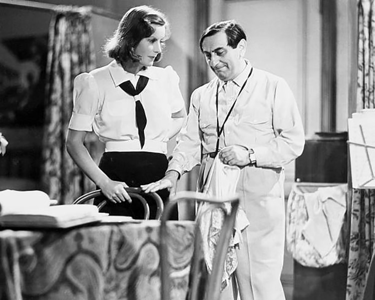 """Greta Garbo and Ernst Lubitsch during the production of """"Ninotchka"""" (1939). Bizarre Los Angeles"""
