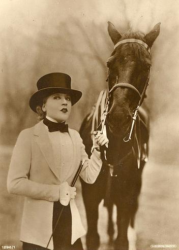 Mae Murray horse