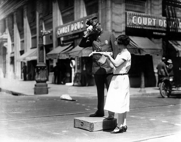 Tea time Broadway 1927