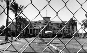 The Ambassador Hotel in August of 1989, less than eight months after it closed. The Los Angeles Conservancy promised not to pursue landmark status for the 1921 hotel in exchange for having one year to find a buyer. It remains unclear whether the Conservancy made an effort to find one during that grace period. What is clear is that the organization made a very poor deal. Photographer: Louise Stern / LAPL 00055449 (Bizarre Los Angeles)